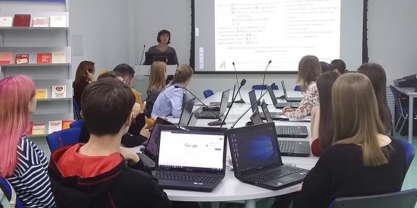 Директор Научной библиотеки МГУ им. Н. П. Огарёва рассказала студентам ФИЯ об информационных ресурсах вуза