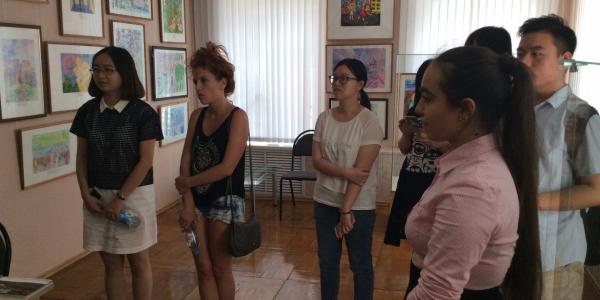 Иностранные студенты, проходящие курс обучения русскому языку на ФИЯ, посетили Музей национальной культуры