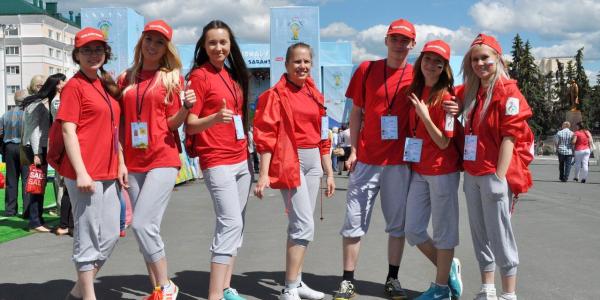 Волонтеры ФИЯ на фестивале болельщиков ФИФА и на 11 Чемпионате Европы по плаванию среди глухих