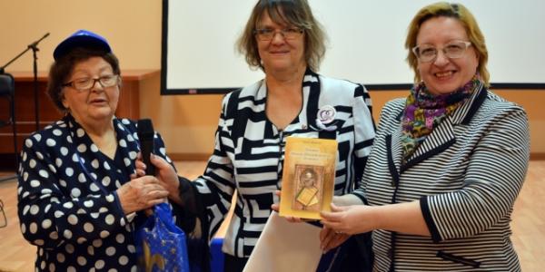 «Серебряные добровольцы» отметили 88-летие Эмилии Васильевны Ждановой