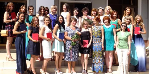 Выпускникам факультета иностранных языков были вручены дипломы