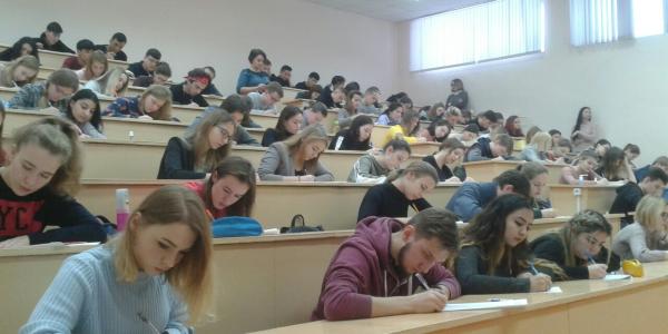 30 ноября 2018 г. студенты МГУ им. Н. П. Огарёва приняли участие во Всероссийском диктанте по английскому языку