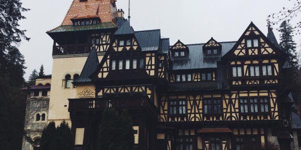 Студентка ФИЯ Ангелина Руднева делится своими впечатлениями об учебе в Университете Трансильвании в г. Брашов (Румыния)