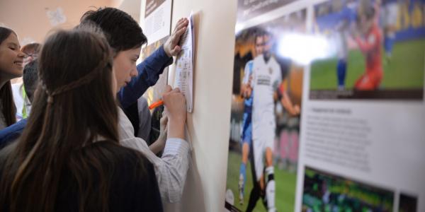 """Международная плакатная выставка """"Один мяч — тысячи историй. Футбол в Германии"""""""