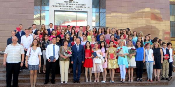 30 июня 2017 г. состоялась торжественная церемония вручения дипломов выпускникам ФИЯ