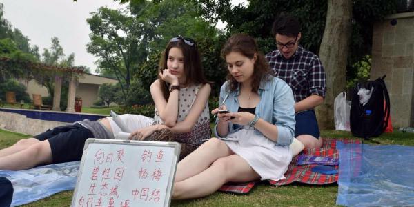 Студентки ФИЯ Марина Полбина и Евгения Шичавина приняли участие в летней школе в Уханьском Текстильном Университете (Китай)