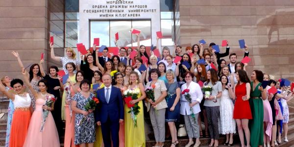 1 июля 2016 г. состоялась торжественная церемония вручения дипломов выпускникам ФИЯ